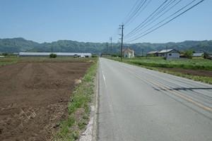 高森町へつづく直線村道
