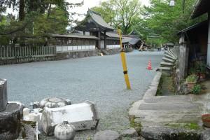 震災後の阿蘇神社境内