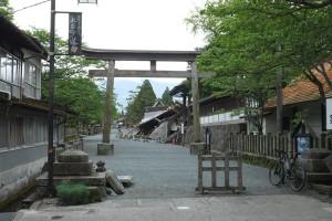 震災後4月26日の阿蘇神社境内